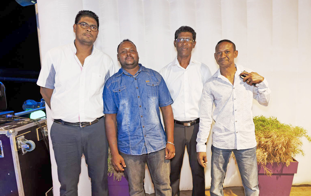 Yoan Boquequini de GMF, Jimmy  de Magic Sol, Richard Boquequini de GMF et Luco Perrot, gérant de Magic Sol