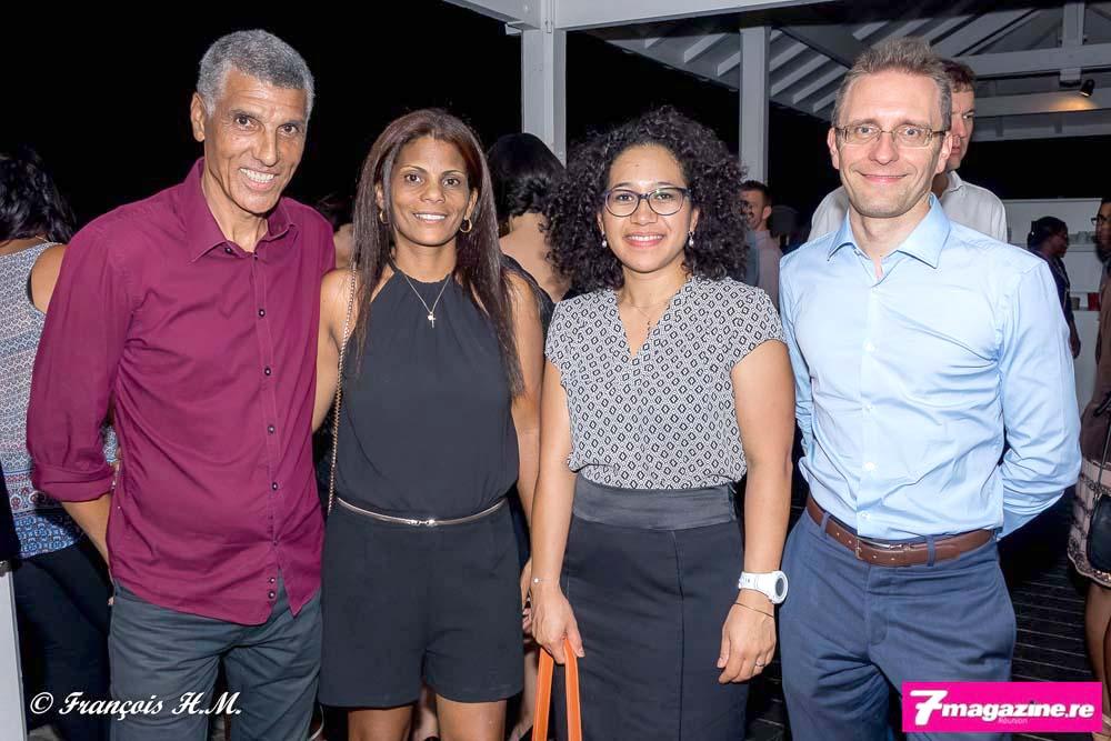 Jean-Louis Prianon avec des invités de la soirée