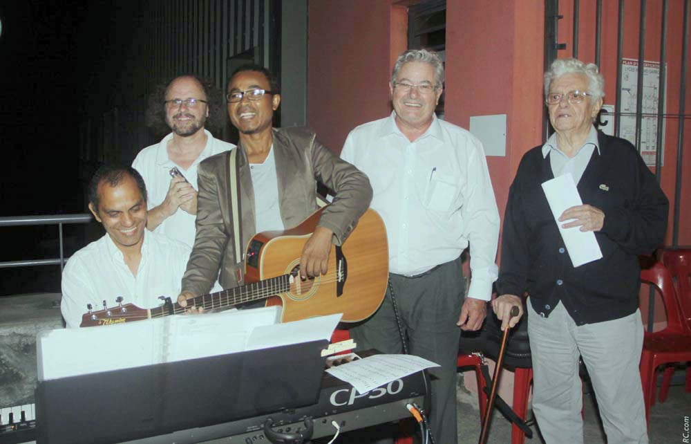 Les musiciens, professeurs au Lycée, Messieurs Calicharane, Busser et Joron, avec M. Pierre Jean Bourquin et M. Lardier, ancien enseignant du Lycée Roland Garros