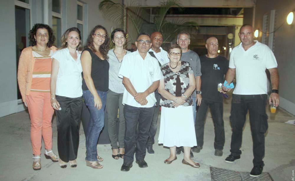 Une partie de l'équipe administrative et quelques agents du Lycée Roland Garros