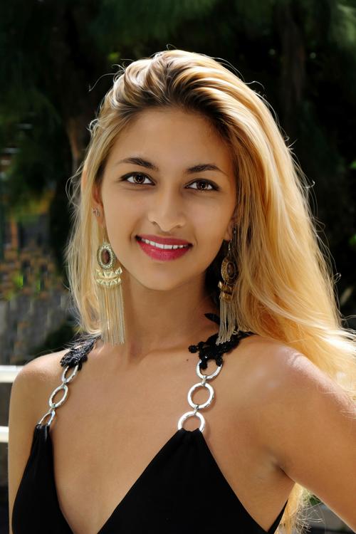 1. Mélanie Taijah - 18 ans, 1,57m