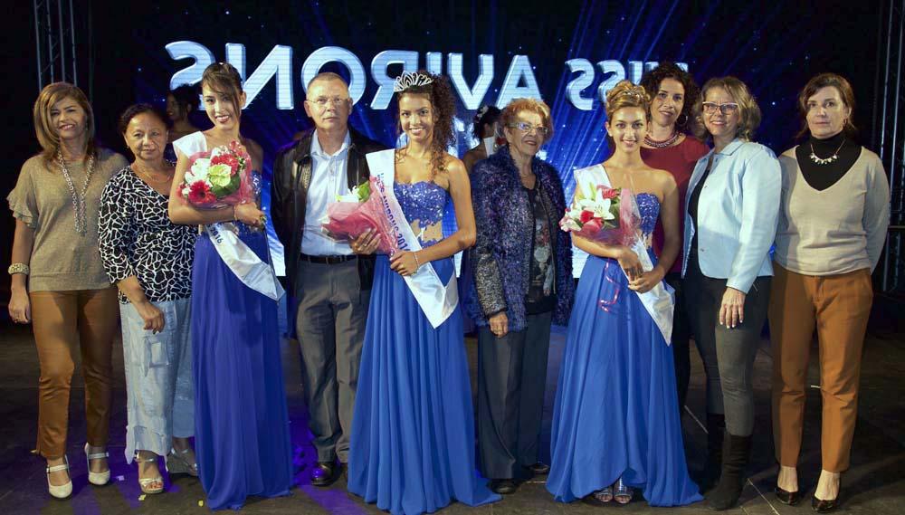 Les lauréates avec les élus de la commune des Avirons