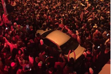 Un concert improvisé de Kanye West tourne à l'émeute