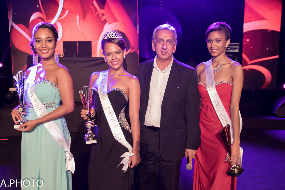 Les lauréates avec Aziz Patel du Comité Miss Réunion