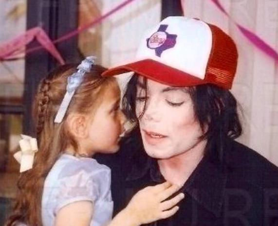 Nouvelles révélations sordides sur Michael Jackson: Paris défend son père