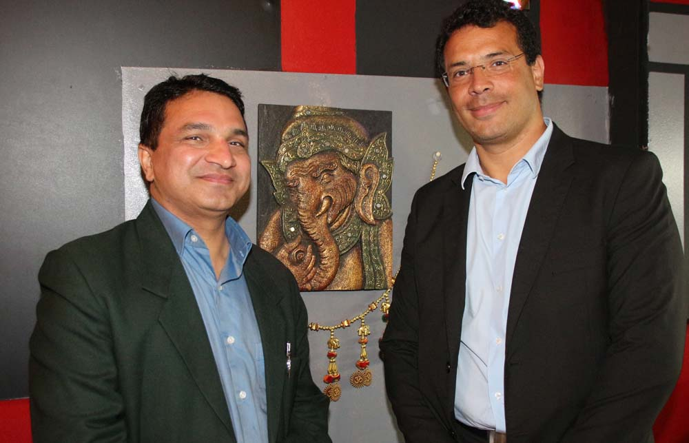 Sanjeev Kumar Bhati et un des convives de cette soirée