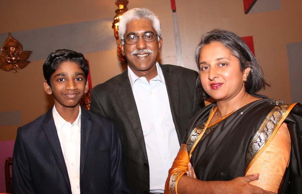Georges-André Ramassamy, trésorier Gopio Reunion St-Denis, son fils Anoupa et sa compagne Claudia