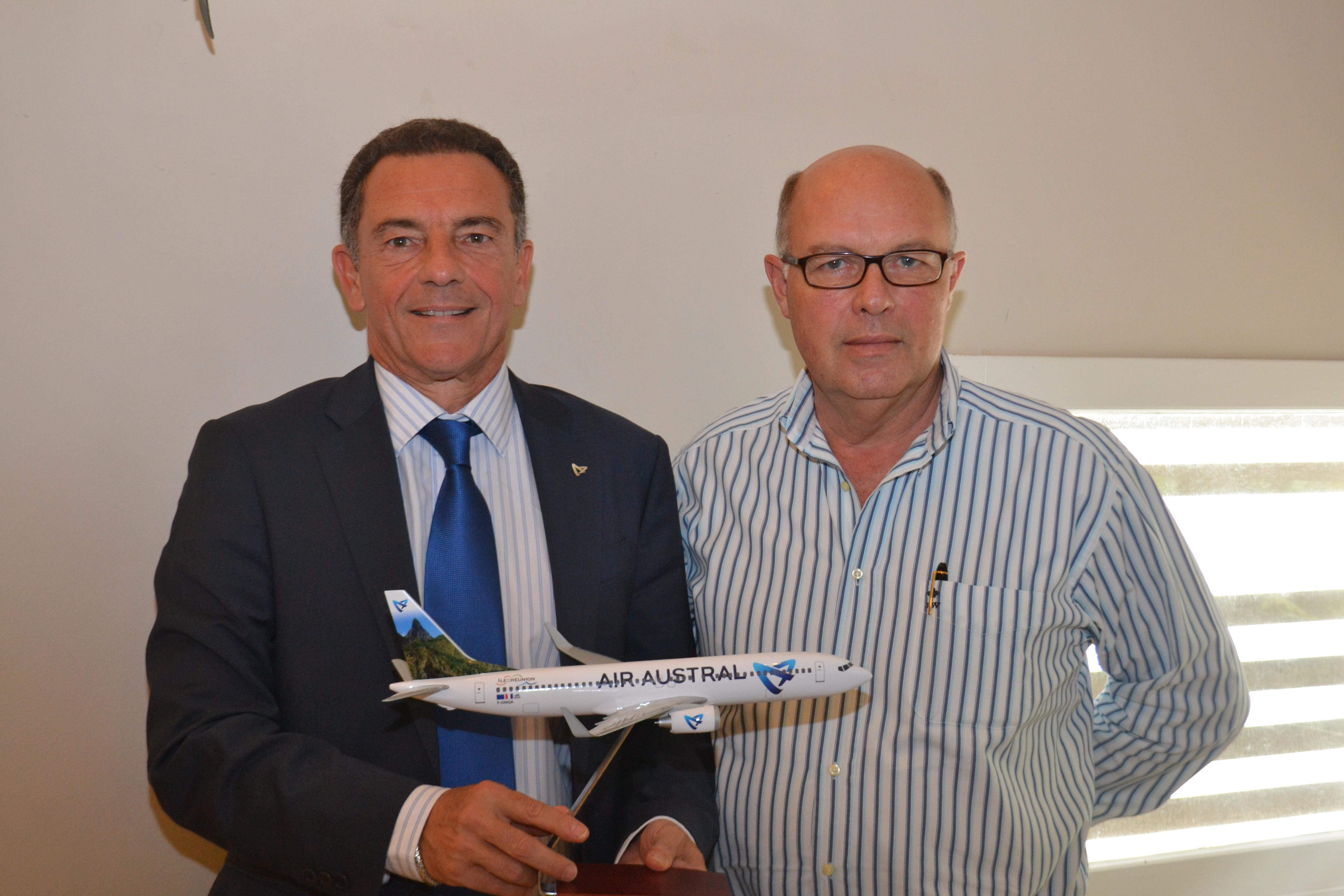 Jean-Marc Grazzini, directeur général adjoint en charge des Affaires Commerciales d'Air Austral, et Stéphane Baras, directeur général des hôtels LUX* de La Réunion