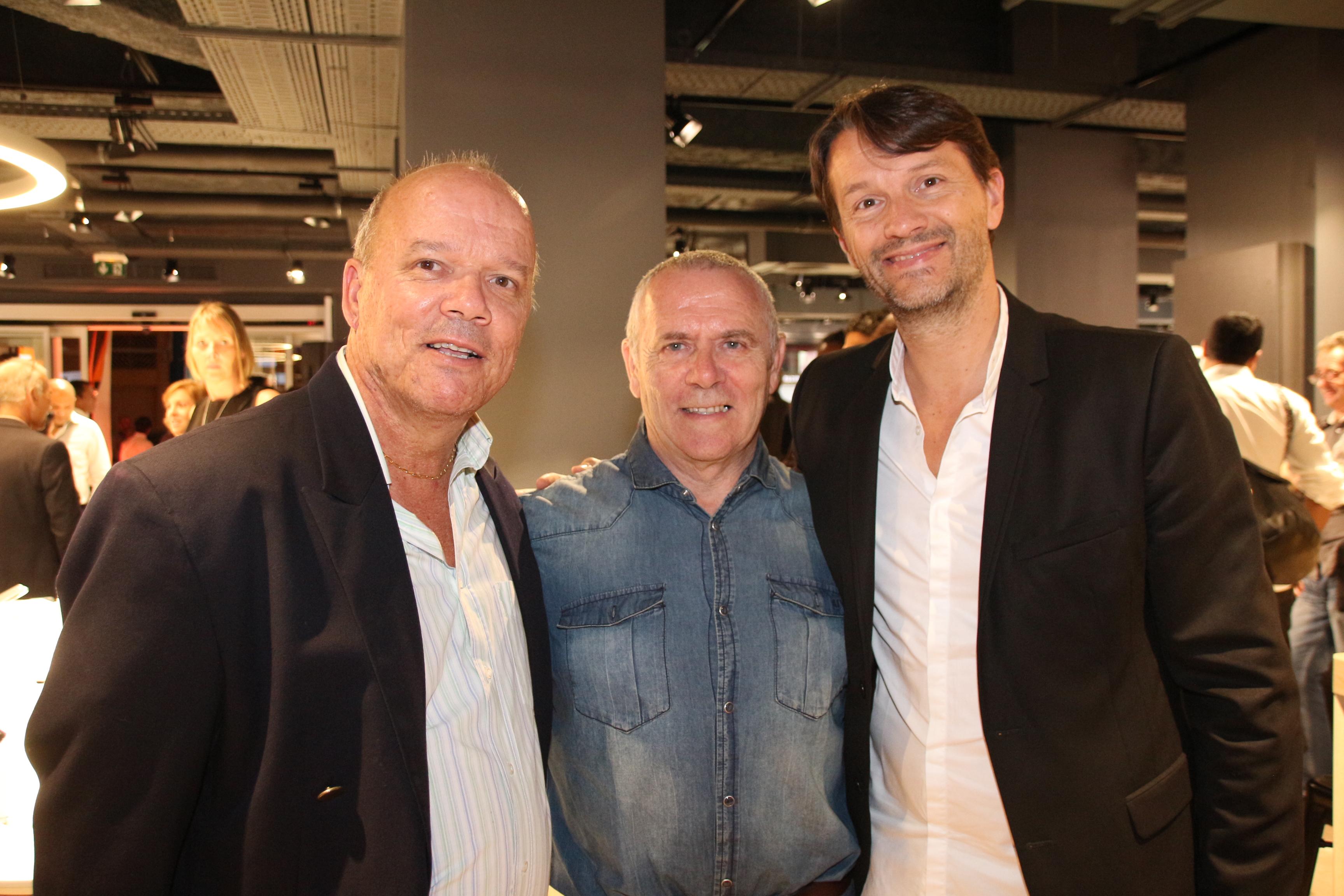 Jean-Claude Vitry, responsable boutique Orange, Bernard Feuillade, président du XV Dionysien, et Pierre Clément, directeur Entreprises France