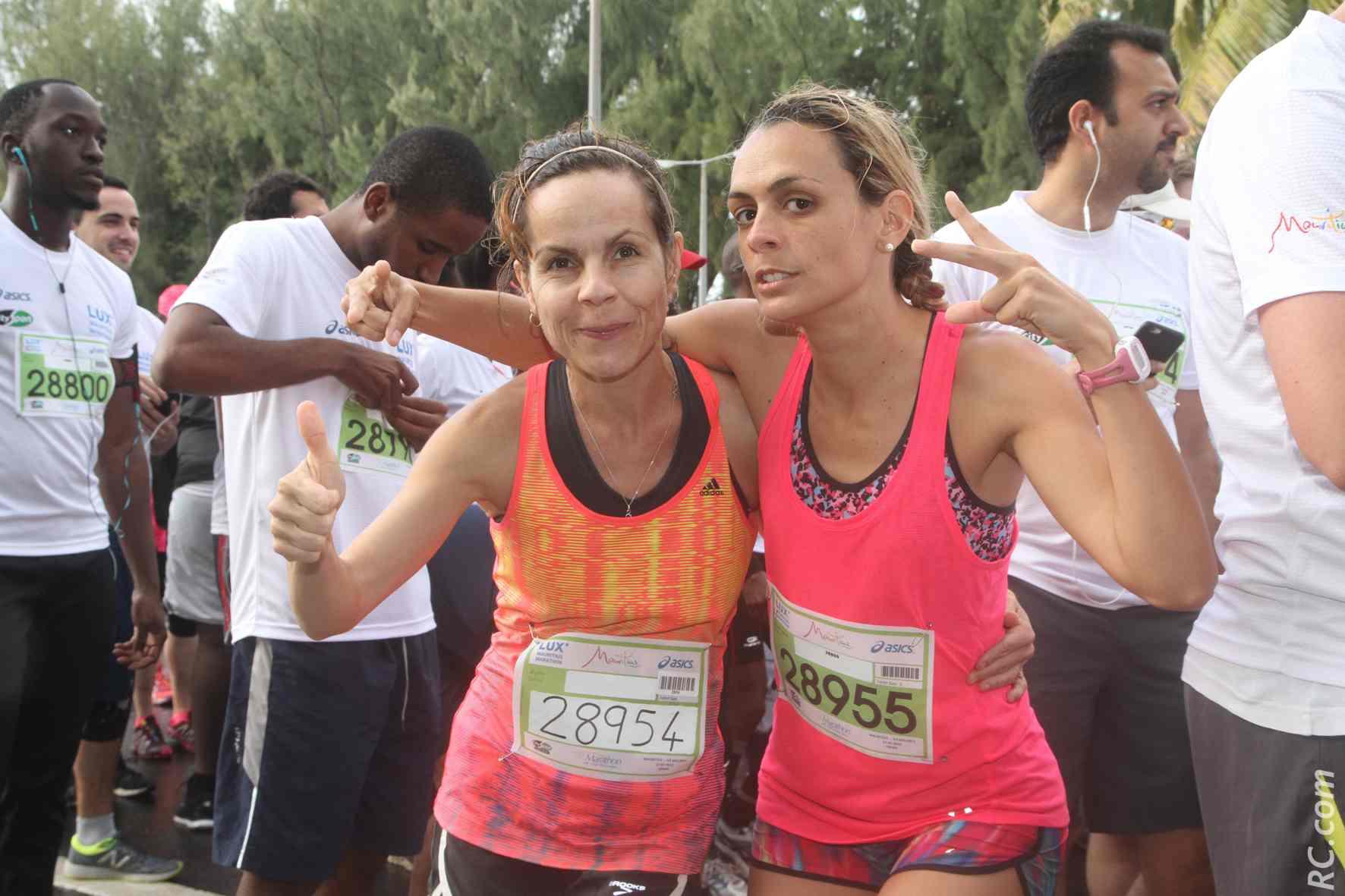 Delphine Dérand (AC Saint-Paul) et Eugénie Mareux (CA Plaine des Cafres): la confiance est de mise sur la ligne de départ