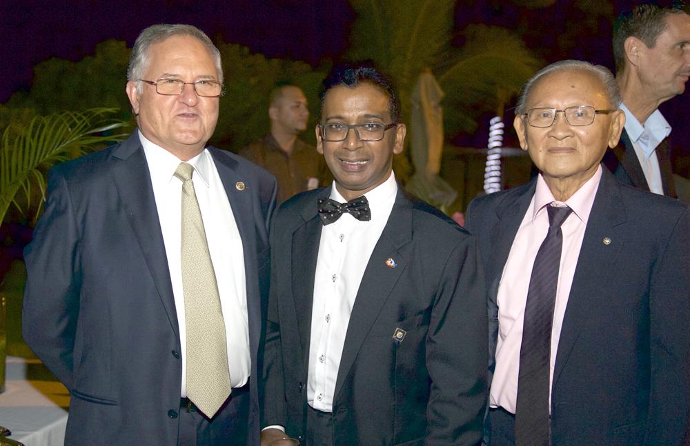 Jean-Marc Nativel, doyen Rotary Club Saint-Denis, Dominique Pota et Michel Chung-Poo-Lun