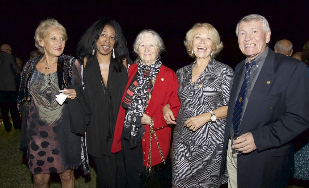 Suzie Cadet, Chantal Tamboura, Aline Paurd, Mary-Yvonne Bailly, et Claude Denuzieres