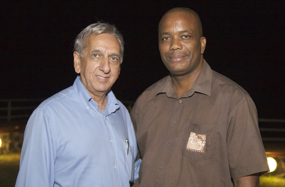 Aziz Patel et le responsable de salle du Boucan Canot