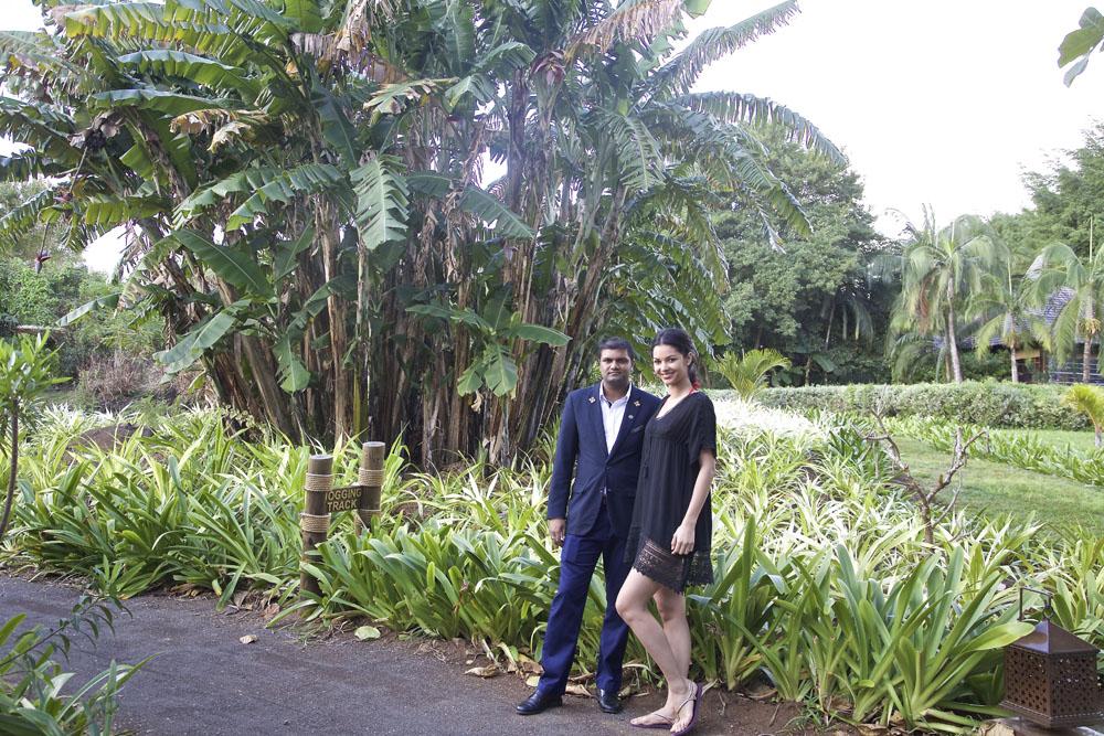 Avec Steeve, notre guide du jour dans l'immense jardin du Shanti...
