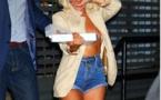 Lady Gaga va chercher sa pizza topless!