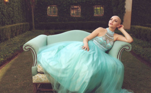 Atteinte d'un cancer, le Top Model prend la pose