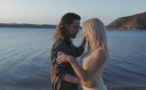Julien Doré: Pamela Anderson dans son dernier clip